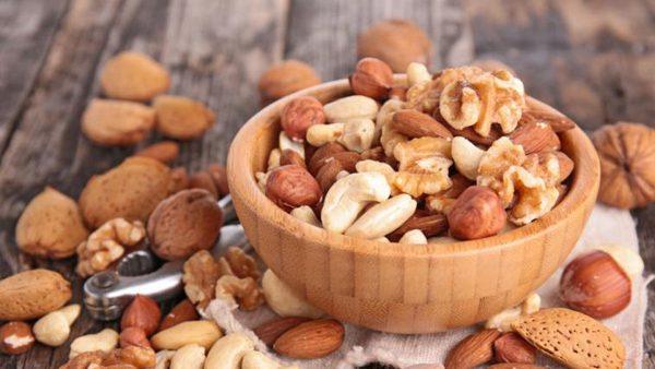 Comer frutos secos para mejorar la salud cardíaca
