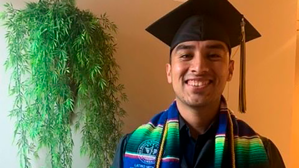 """""""Dreamer"""" se gradúa de escuela de medicina en Estados Unidos"""