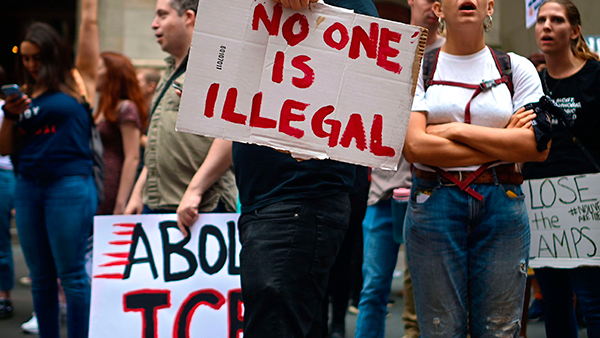 Nueva York, prohíbe arrestos de inmigrantes en tribunales