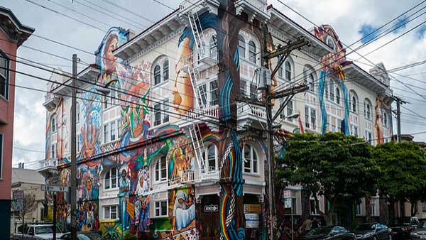 Edificio en San Francisco brinda apoyo a inmigrantes