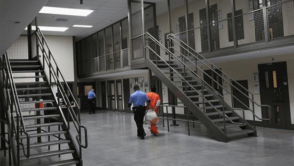 Detenciones-de-ICE-podrian-ser-inconstitucionales