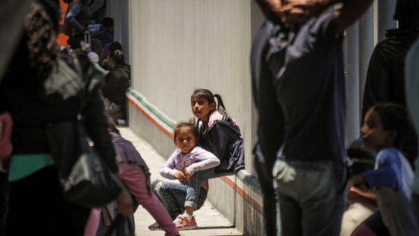 Tribunal impide al Gobierno detener a menores inmigrantes en hoteles